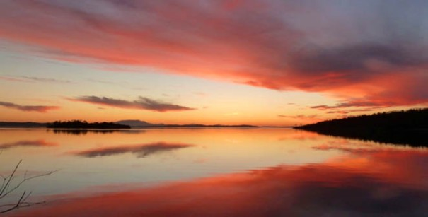 Photo: Tanya Smith - Courtesy: Louise Cunningham - Sunset over Norfolk Bay from Eaglehawk Bay.